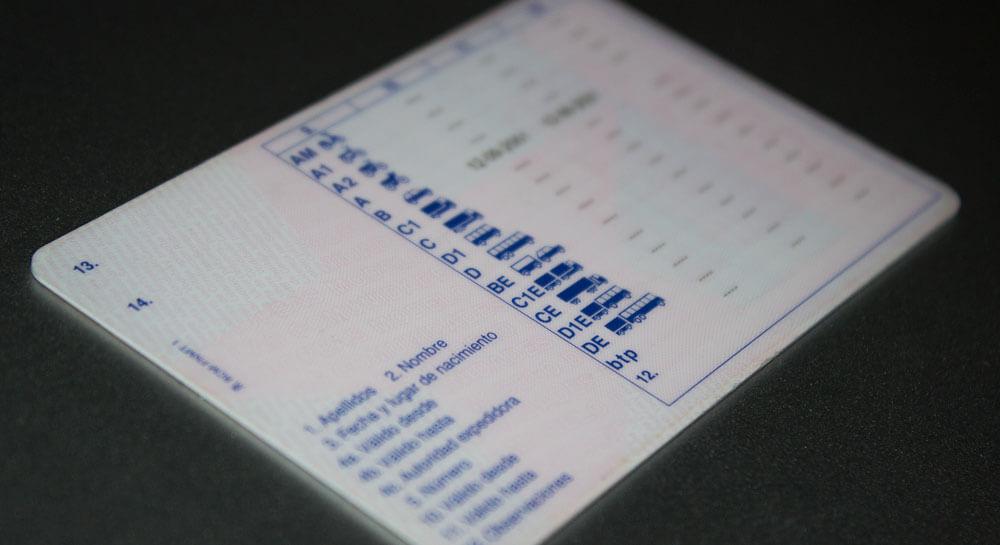 imagen de la parte trasera de un carnet de conducir español